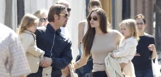 Angelina Jolie si zahraje ve filmu s vlastní dcerou. Čtyřletá Vivienne  dostane první roli 31378afd20