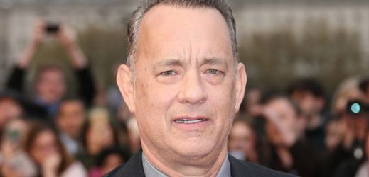 Tom Hanks se pustil sám do sebe.