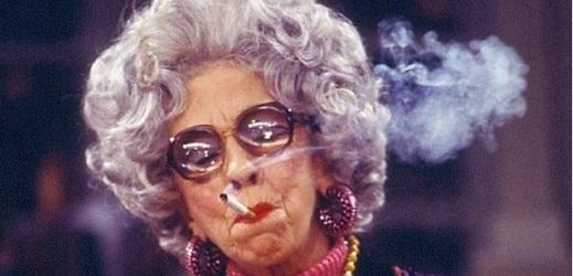 Ann Morgan Guilbert byla pedevším seriálová herečka. Diváci ji znali ale zejména z Chůvy k pohledání.