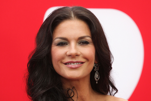 Catherine Zeta-Jones je krásná žena.