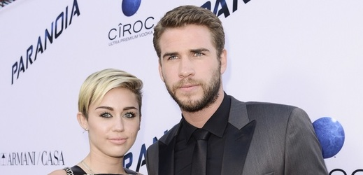 Miley Cyrus a Liam Hemsworth.