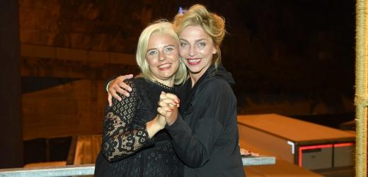 Lucie Zedníčková s kamarádkou.
