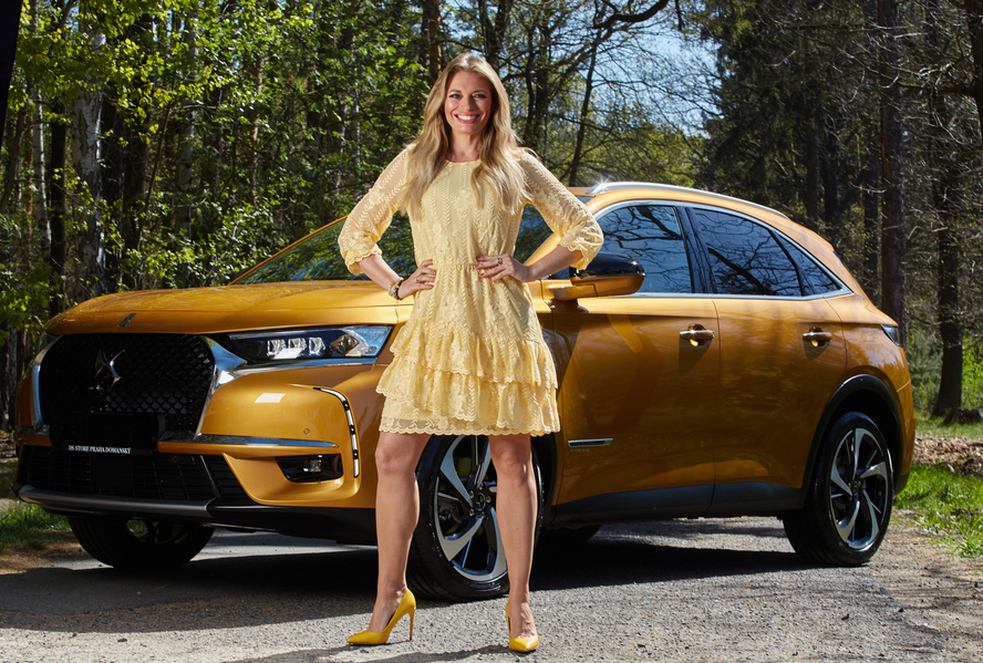 Lucie Borhyová s SUV DS 7 Crossback.