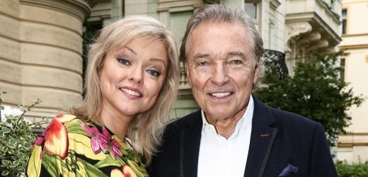 Dominika Gottová a její zesnulý otec.