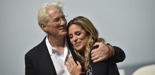 Čeká Richard Gere se svou třetí ženou Alejandrou dítě?