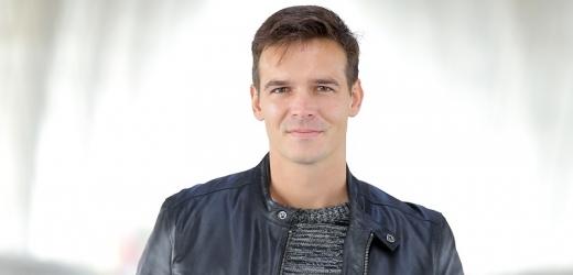 Barrandovský moderátor zpráv Petr Převrátil tajil několik měsíců životní zvrat.