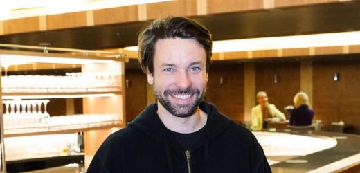 Václav Neužil se ve filmu proměnil v Emila Zátopka.